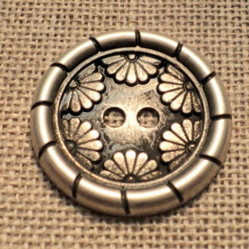 Bouton métal argenté 25mm 2-trous manteaux