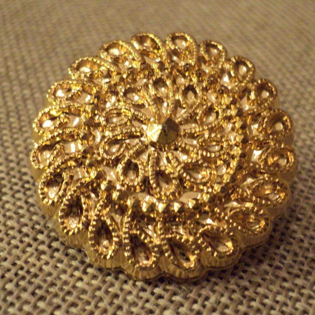 Bouton manteaux doré 28mm avec dentelle motif