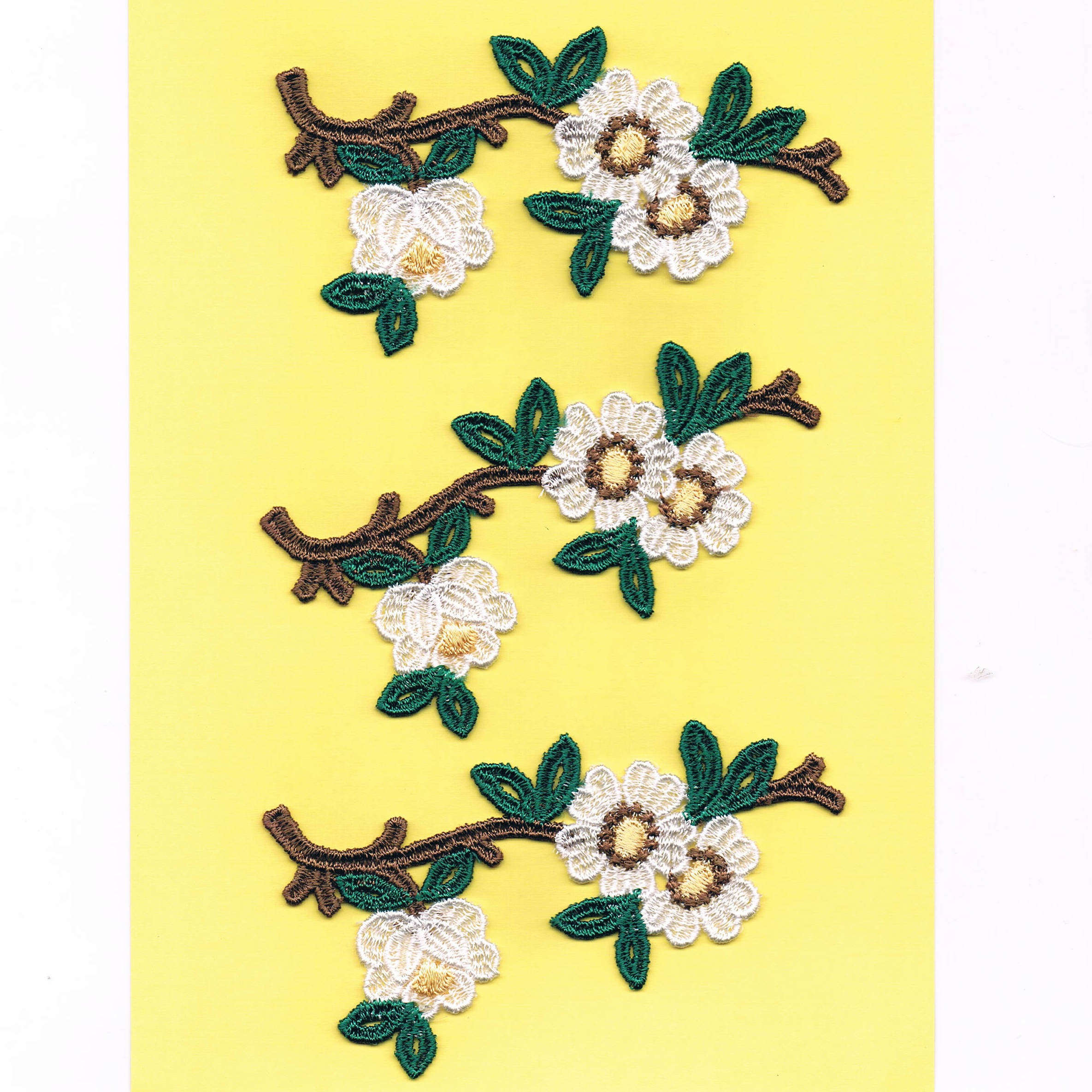 Ecussons Dentelle fleurs 3 pieces à coudre